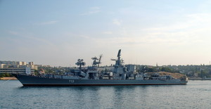 В Севастополе сгорел один из крупнейших боевых кораблей Черноморского флота России (ВИДЕО)