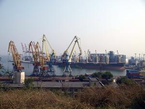 """Порт """"Южный"""" переваливает грузов больше, чем Одесса и Ильичевс вместе взятые"""
