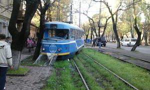 Одесские трамваи сходят с рельсов (ФОТО)