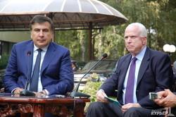 """Джон Маккейн в Одессе: """"Путин это хулиган, а его безобразия скоро закончатся"""" (ФОТО)"""