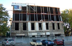 """Руины """"Кокона"""" в центре Одессы снова начали восстанавливать (ФОТО)"""