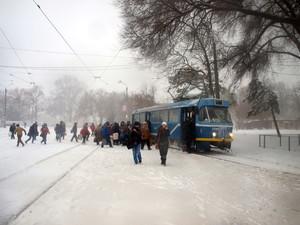 Некоторые трамвайные маршруты Одессы не работают из-за снега