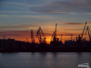 Грузовики в Одесский порт теперь могут заехать только с Объездной дороги