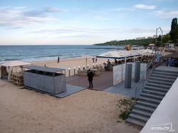 Отдых на одесских пляжах будет очень дорогим: только на настилах или под навесами (ФОТО)