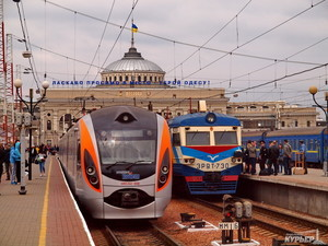 """""""Укрзализныця"""" перестроит процесс обслуживания пассажирских поездов"""