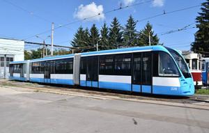В Виннице построили 32-метровый трамвай с низкопольной секцией (ФОТО)