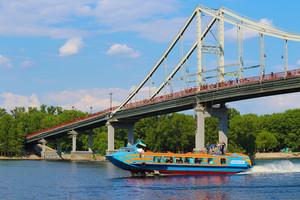 В Киеве вновь запустили катер на подводных крыльях