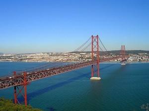 Висячий мост в Португалии откроют пешеходам