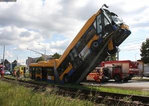 В Чехии междугородний троллейбус напоролся на столб (ФОТО)