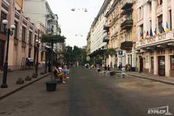 Одесский переулок на выходные очистили от автомобилей, устроив пешеходную зону (ФОТО)