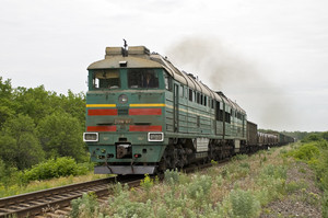 На железной дороге под Мариуполем строят разъезды для пропуска большего количества поездов