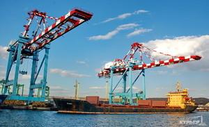 Порт Южный сократил перевалку зерна почти на четверть