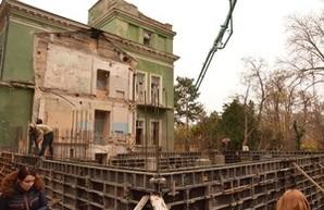Одесситы снова остановили стройку у памятника архитектуры на Французском бульваре (ФОТО)