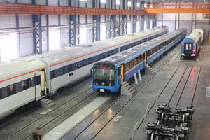 Одесской железной дороге передали первые три вагона-трансформера