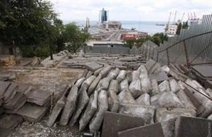 Проблема разрушения одесской Потемкинской лестницы может быть вызвана забившейся ливневой канализацией (ФОТО)
