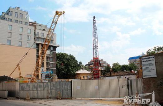В Одессе около театра Музкомедии строят еще одну высотку