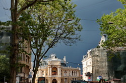 На Одессу обрушились ураган, ливень и град (ФОТО)