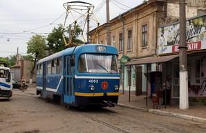 Как одесский трамвай петляет по узким улочкам Слободки