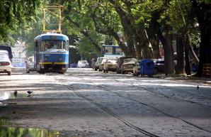 """В центре Одессы трамвай идет по """"американским горкам"""" (ФОТО)"""