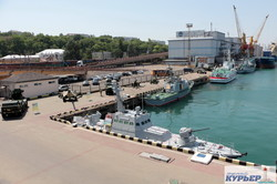 Накануне дня флота у Одесского морского вокзала уже выстроились боевые корабли (ФОТО)