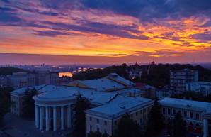 Киевский триптих: день, ночь и рассвет (ФОТО)