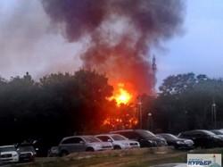 Подробности мегапожара на Ланжероне: сгоревший дотла ресторан, взрывы газовых баллонов и опасный транспортный коллапс (ФОТО)