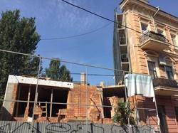 Одесский Дом-стену взялись ремонтировать (ФОТО)