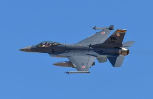 """В небе США попал в кадр очередной """"как бы"""" Су-35"""