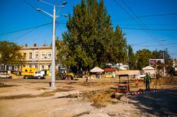 У Пересыпского моста в Одессе возобновилась реконструкция трамвайных путей (ФОТО)