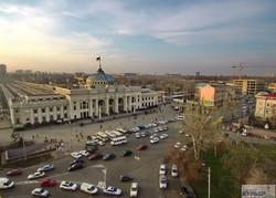 Выше птиц: одесский вокзал ярким утром и темной ночью (ФОТО, ВИДЕО)