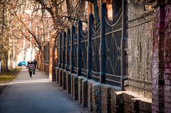 Как в Одессе ремонтируют забор, построенный из старинных пушек (ФОТО)