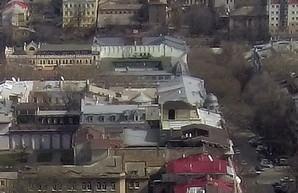 """На крышахдомов на Дерибасовской""""поселились"""" мансарды"""