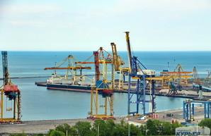 В порт Черноморска заходит оператор контейнерных терминалов из Гонконга