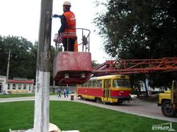 В Одессе на Куликовом поле уложили новые газоны и снесли диспетчерскую (ФОТО)