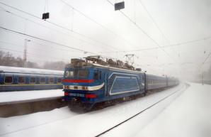 Снегопад в Одессе блокирует аэропорт и задерживает поезда