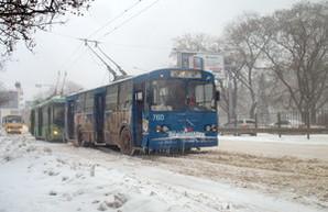 Одесский транспорт понемногу начинает работать