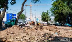 Реконструкция Старосенной площади в Одессе: пассажиры штурмуют трамваи на стройплощадке (ФОТО)