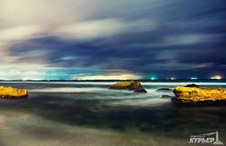 Яркие краски ночного одесского моря (ФОТО)