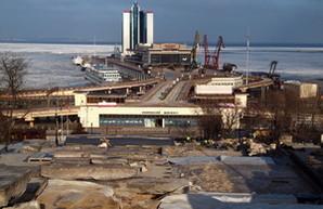Как в мороз ремонтируют одесскую Потемкинскую лестницу (ФОТО)