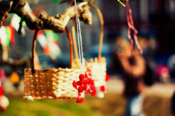 Болгарский праздник: в Одессе ярко попрощались с Бабой Мартой