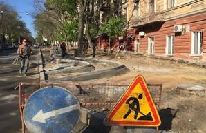 В центре Одессы начали строить первую уличную велодорожку (ФОТО)
