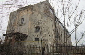 В селе Малодолинское Одесской области погибает старинная немецкая кирха (ФОТО)
