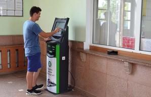 На трех вокзалах в Одесской области установили автоматы по продаже билетов на поезда