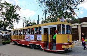 В день города маленькие одесситы покатаются на ретро-трамвайчике