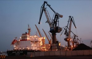 В порту Южный началась разгрузка американского угля