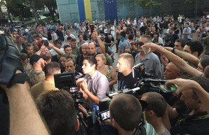 В Одессе активисты штурмуют здание мэрии (обновляется)