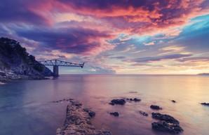 На строительстве Крымского моста у рабочих отбирают смартфоны