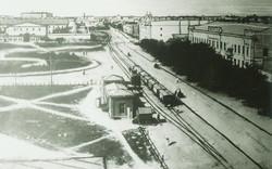 Вокзал паровика, видно нынешнюю Привокзальную площадь и Тюремный замок