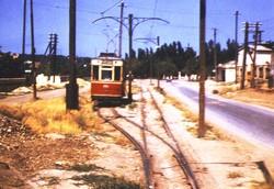 Дача Ковалевского, май 1959 года: разъезд на одноколейном 19-м маршруте, на втором плане видна старая остановка у Монастыря, фотоRay Degroote