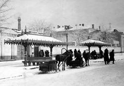 Деревянный навес на улице Херсонской у городской больницы, начало XX века